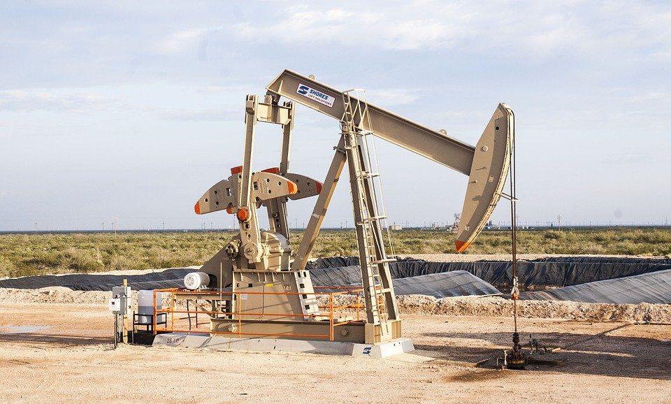 Previsioni petrolio 2021, Aie taglia le stime sulla domanda mondiale di greggio