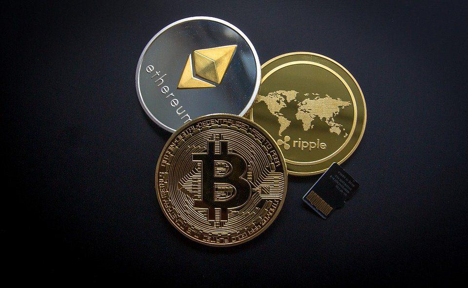 Prezzi criptovalute, Ethereum boom sopra i 2.000 dollari