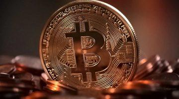 Prezzi criptovalute, Bitcoin crolla del 25% rispetto al massimo storico