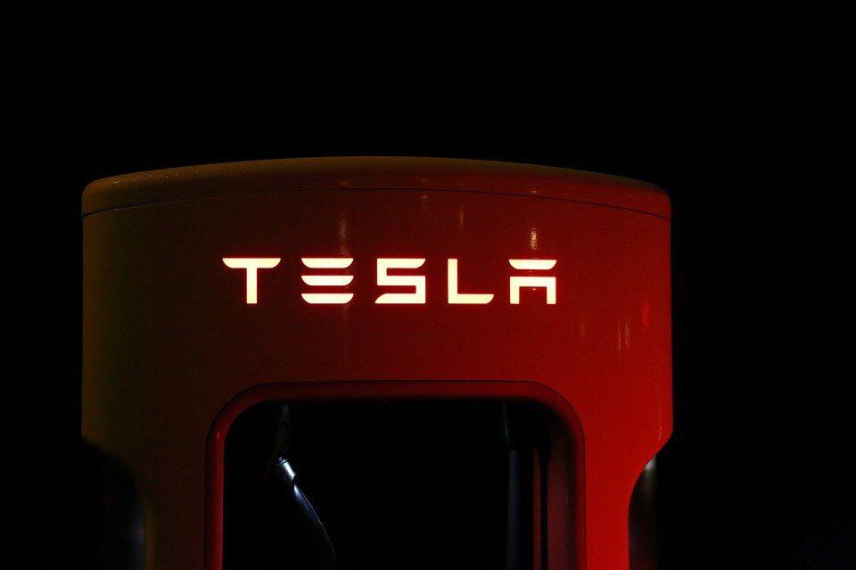 Capitalizzazioni a Wall Street, sorpasso azioni Tesla su Facebook