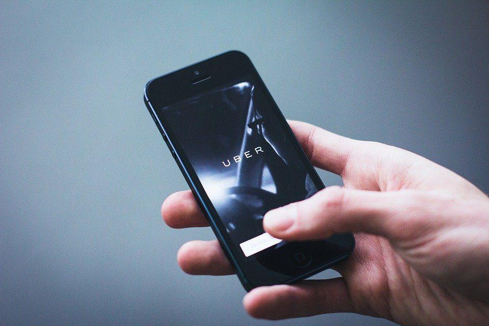 Azioni NYSE, Uber si dà all'alcol con l'acquisizione di Drizly